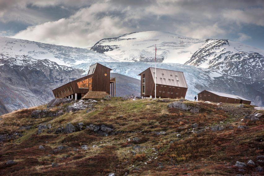 Снохетта усаживается в походные домики Tungestølen рядом с ледником Йостедален