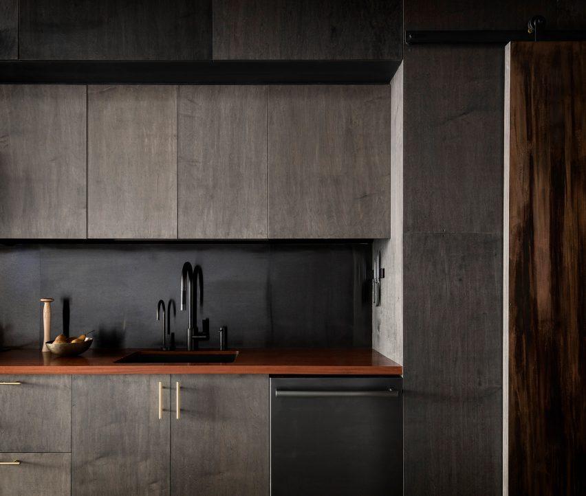 Витражная фанера, домики для кухни и спальни в отремонтированном кондоминиуме в Сиэтле