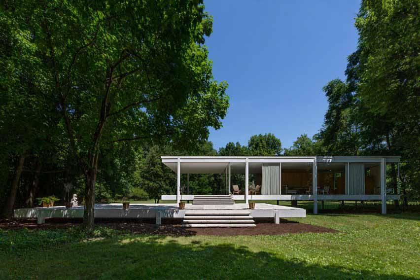 Инсталляция Farnsworth House повторяет оригинальный декор Эдит Фарнсворт
