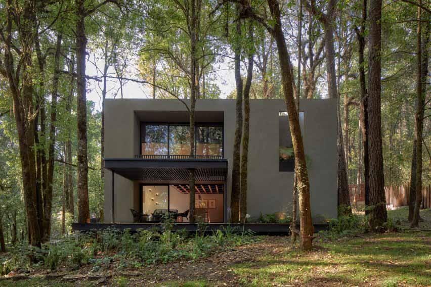 Weber Arquitectos строит San Simon Cabins из вулканической породы