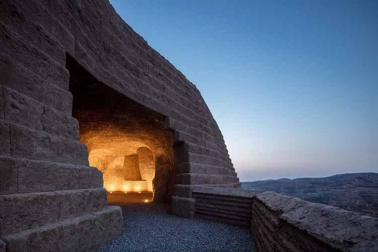 вид со входа в пещеру. Изображение © Байцян Цао