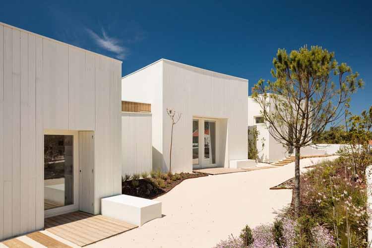 Дом у ворот / Almeida Fernandes Arquitectura e Design, © Франсиско Ногейра