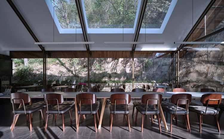 интерьер ресторана. Изображение © ZY Architectural Photography