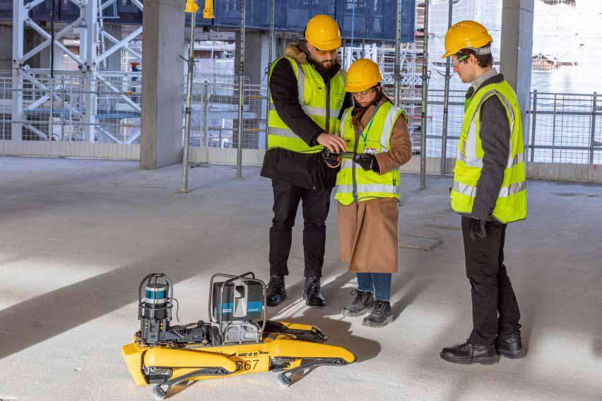 Архитекторы используют Spot the robot для сканирования строительной площадки