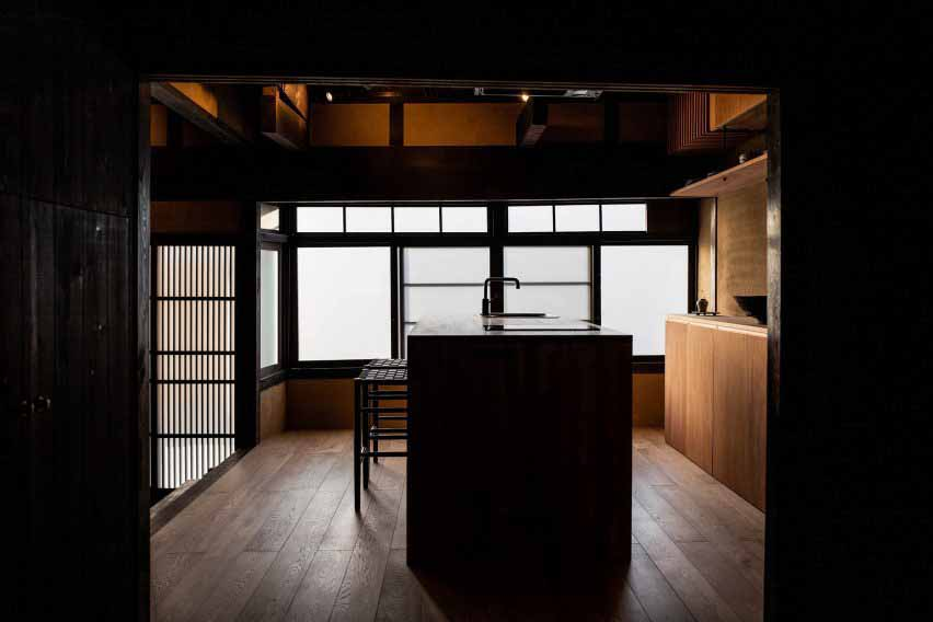 Кухня в гостевом доме Маана Камо, автор - Уоя Сигенори