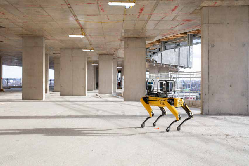 Компания Foster + Partners использует робот-собаку Spot the Boston Dynamics