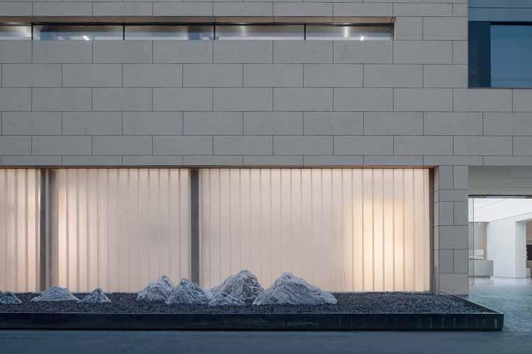сплав U-стекла и стенового камня. Изображение © Qingshan Wu