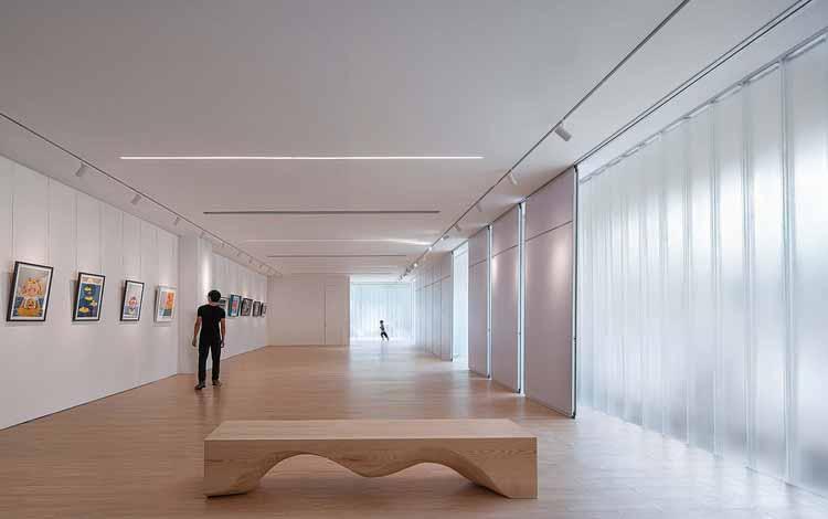 выставочное пространство с рассеянным светом, представленное через U-Glass. Изображение © Qingshan Wu