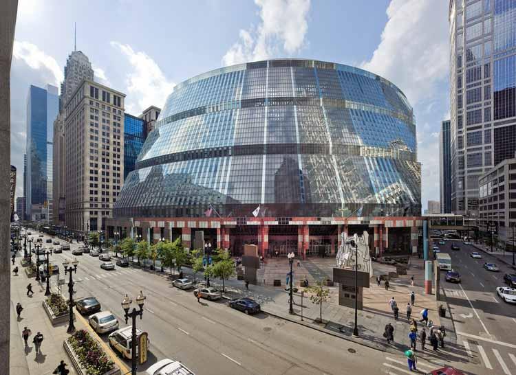 Центр Томпсона: здание перед угрозой сноса в Чикаго, Центр Томпсона, спроектированный Гельмутом Яном в 1985 году в Чикаго, США. Изображение © Rainer Viertlböck