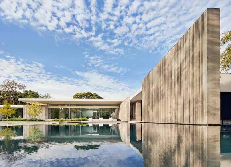 Preston Hollow Residence / Specht Architects, © Кейси Данн