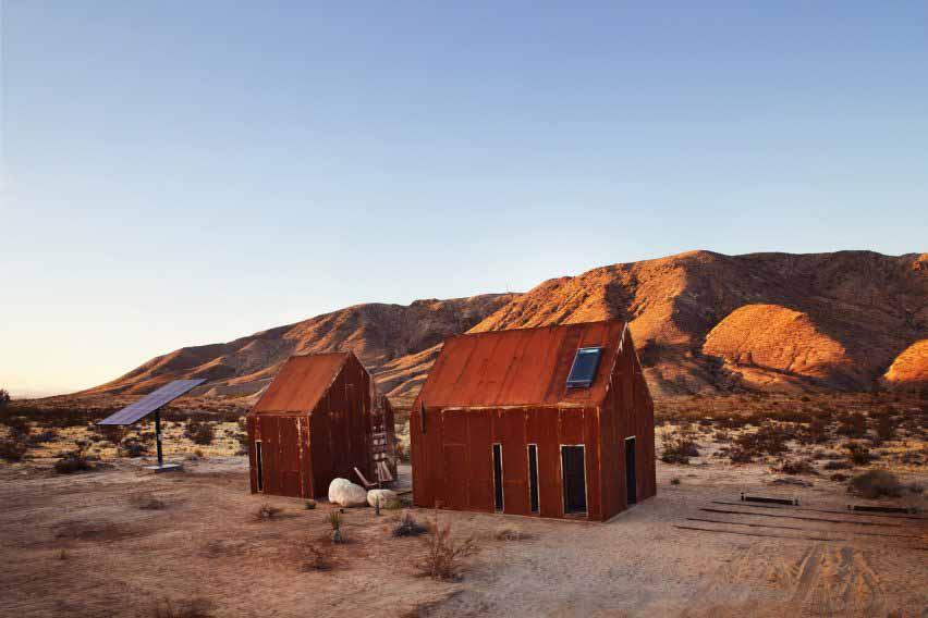 Металлический домик в калифорнийской пустыне