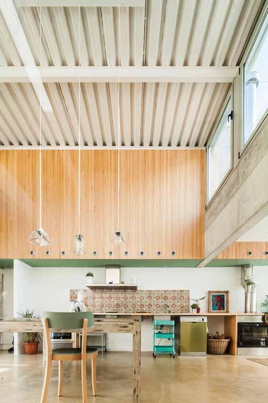 Дом Carrer Migdia / Sau Taller d'Arquitectura. Изображение © Andres Flajszer