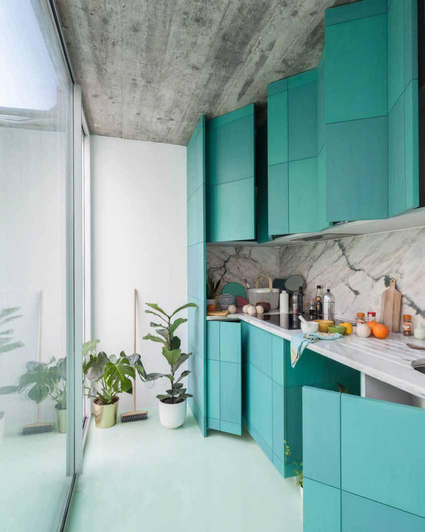 Квартира с мятно-зеленым полом