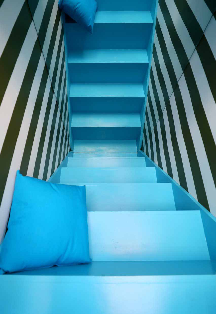 Детали того, что дизайнеры называют лестницей Алисы в стране чудес