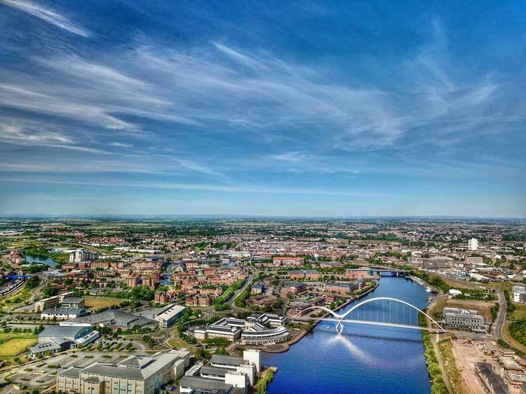 Стоктон-он-Тис и река Тис по воздуху. Аэрофотосъемка северо-востока Англии. Изображение предоставлено Shutterstock / by myks