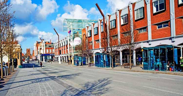 Существующий торговый центр Castlegate. Изображение © Роберт Алами