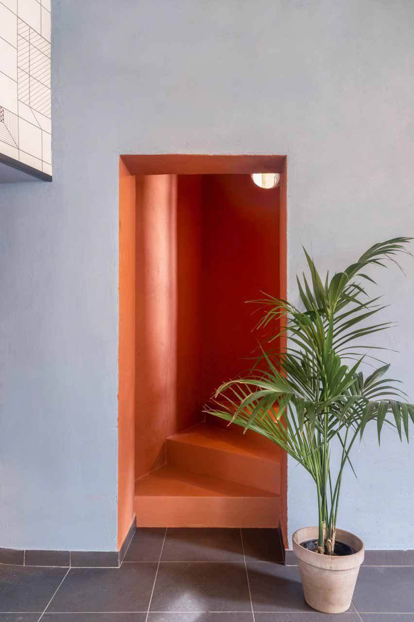 Коралловая лестница в Tre De Tutto от Studio Tamat