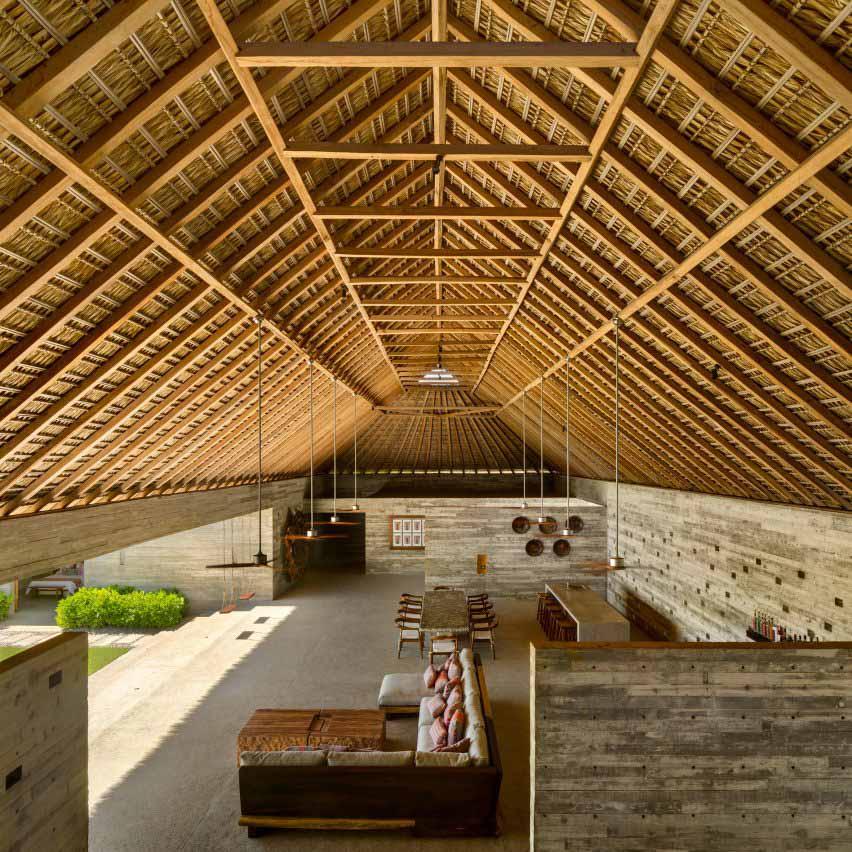 Соломенная крыша Casa Cova изнутри