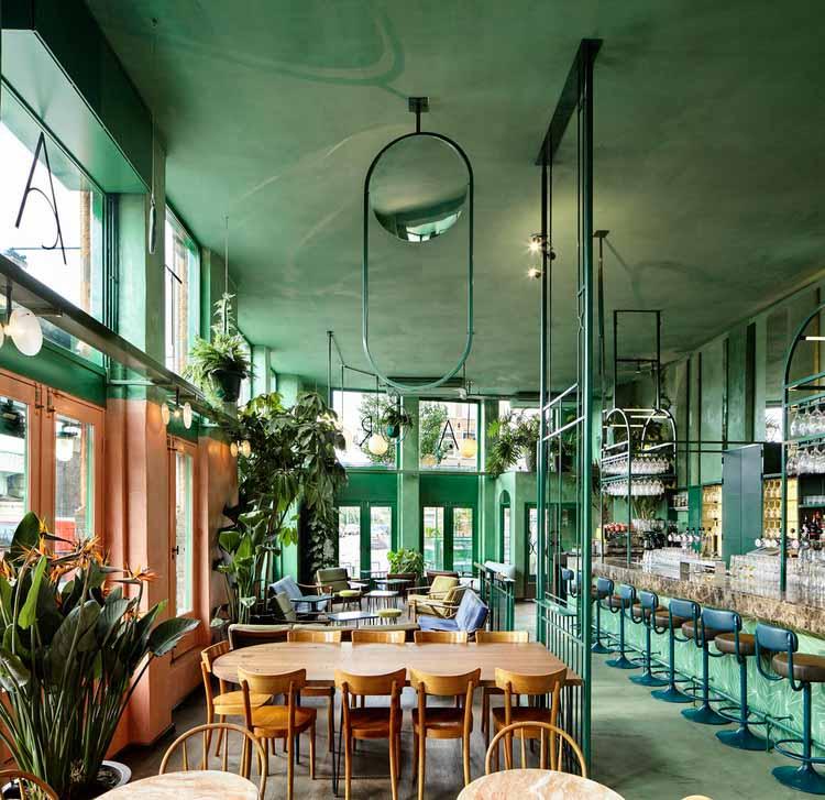 Цвет за пределами эстетики: Психология зеленого во внутренних пространствах, Ботанический бар, кафе Tropique / Studio Modijefsky. Изображение © Маартен Виллемштейн