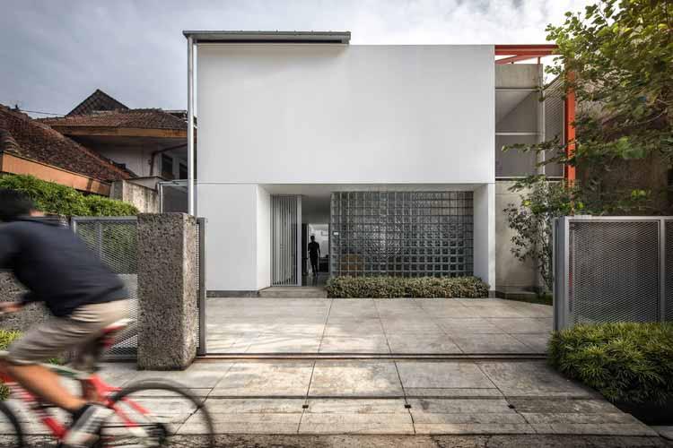 Доктор Хаус / Tan Lik Lam Architects, © KIE