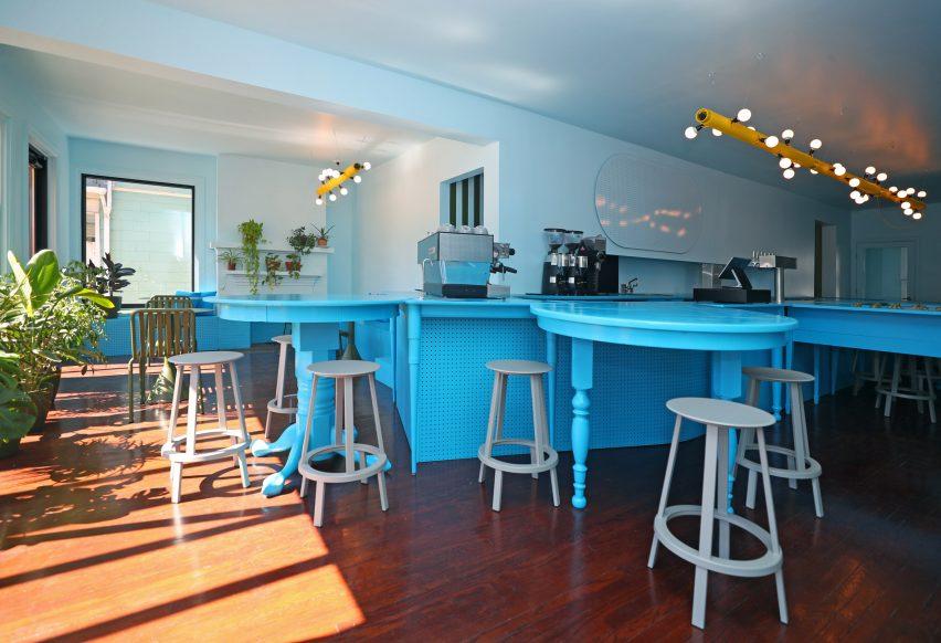 Джулия Ямрозик и Корин Кемпстер создают небесно-голубое кафе в Буффало