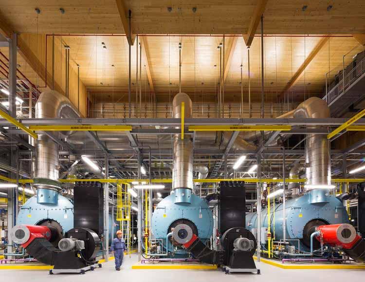 Пора задуматься о деревянных промышленных постройках ?, Интерьер. Энергетический центр кампуса Университета Британской Колумбии (UBC) / DIALOG. Изображение © Ema Peter Photography