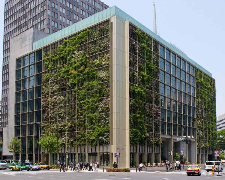 В Токио офисное здание превратило фасад в вертикальную ферму. Предоставлено Kono Designs