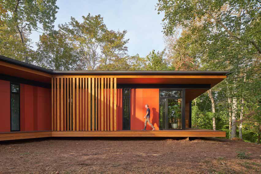 Оранжевый сайдинг дома от Sanders Pace