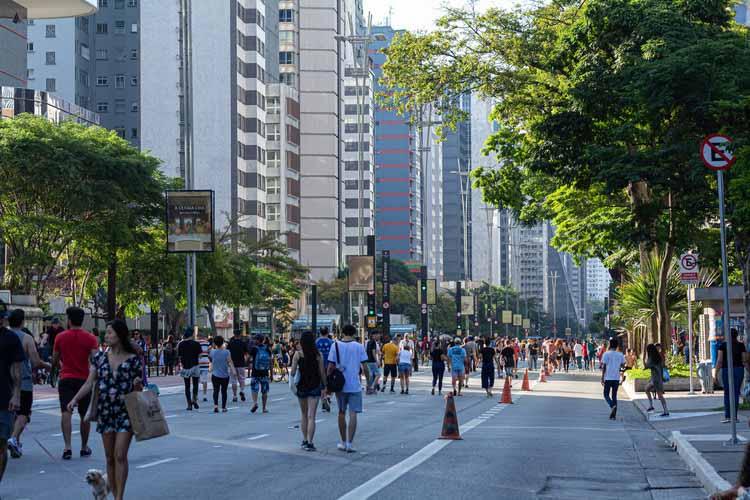 Авенида Паулиста на пульсирующем берегу Сан-Паулу, Бразилия. Изображение © Маду Оливейра | Shutterstock