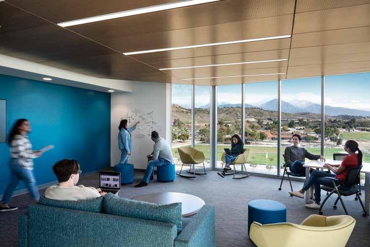 Студенческое общежитие Калифорнийского Политехнического университета. Изображение предоставлено HMC Architects
