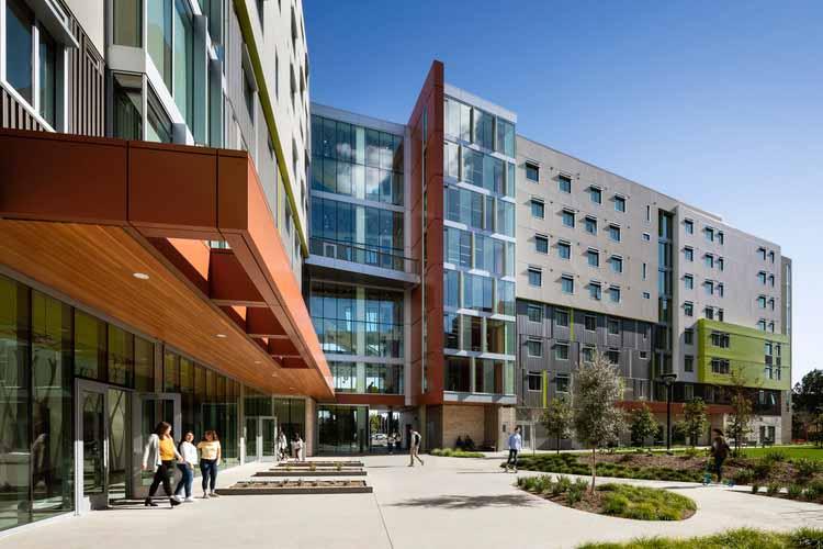 Студенческий корпус Cal Poly. Изображение предоставлено HMC Architects