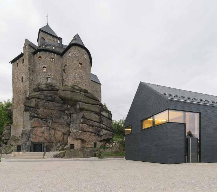 Интарсия в каменной реставрации замкового комплекса Фалькенберг с конференц-центром / Brückner & Brückner Architekten, © André Muehling