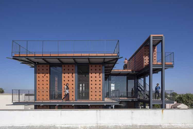 Шри Химджи Рамдас Канья Видхьялай Научная лаборатория / SPASM Design Architects, © Уманг Шах