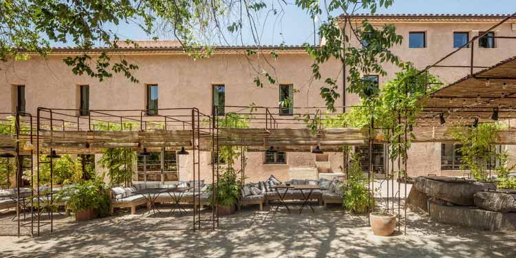 Terra Dominicata Hotel & Winery Вмешательство в ландшафт / SCOB, © Adrià Goula