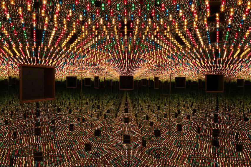 Зеркальная комната Бесконечности Яёи Кусамы «Любовь навсегда» от Dezeen Events Guide Апрель 2021 г.