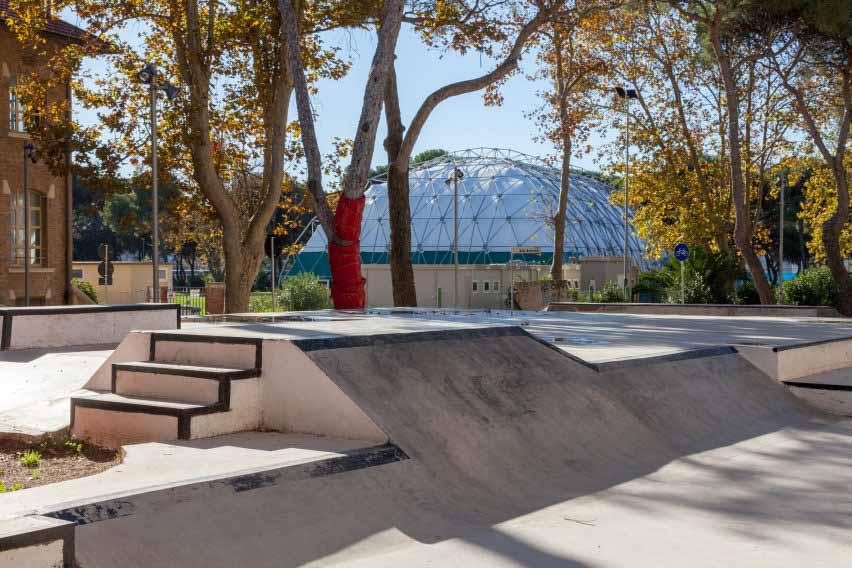 Общественный скейтпарк на площади Пьяцца делла Репубблика.