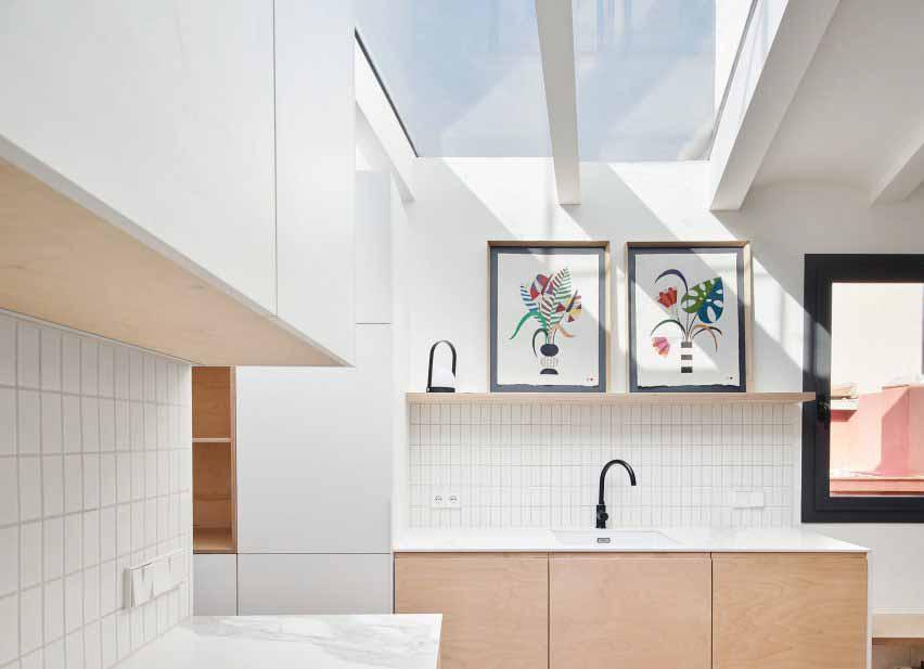 Светлая кухня в Акари Хаус