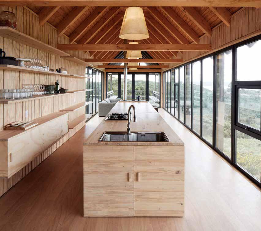 Интерьер дома на сваях в Чили