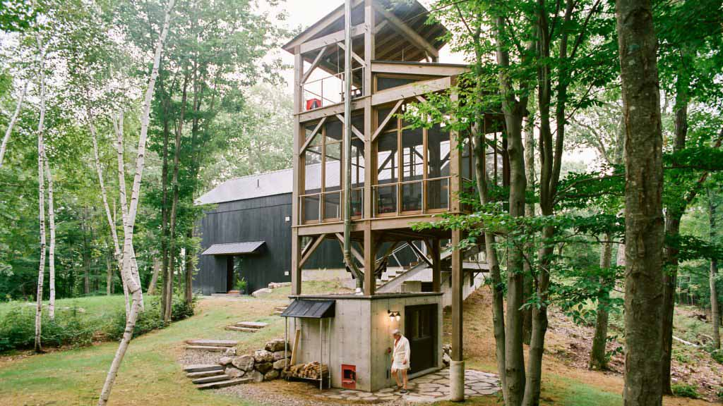 BarlisWedlick строит сауну с башней для хижины Hudson Valley