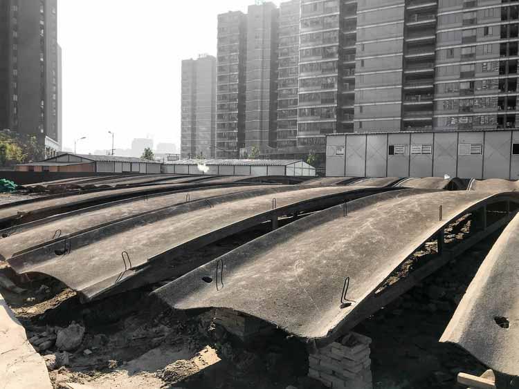 Сохраняемая арочная крыша. Изображение предоставлено LYCS Architecture