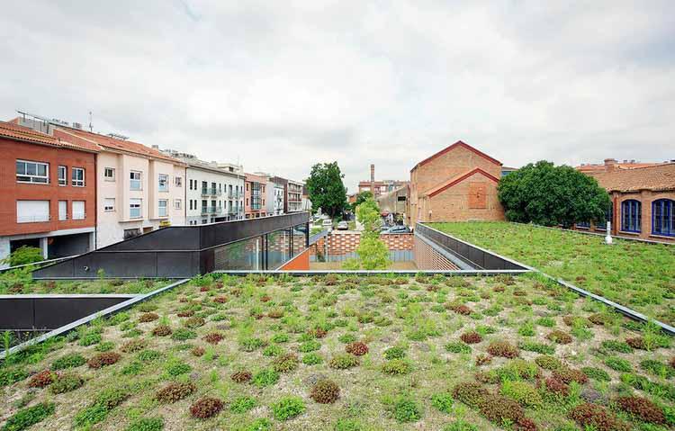Общественный центр пожилых людей, созданный f451 Arquitectura. Изображение © Хосе Эвиа