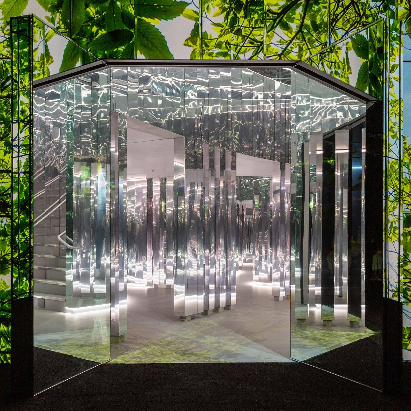 Superblue Miami открывается зеркальной инсталляцией Es Devlin