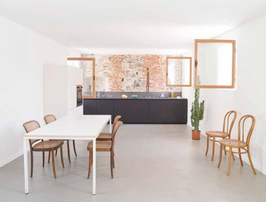 Кухня в домике для морского волка в Генуе от Доди Мосс