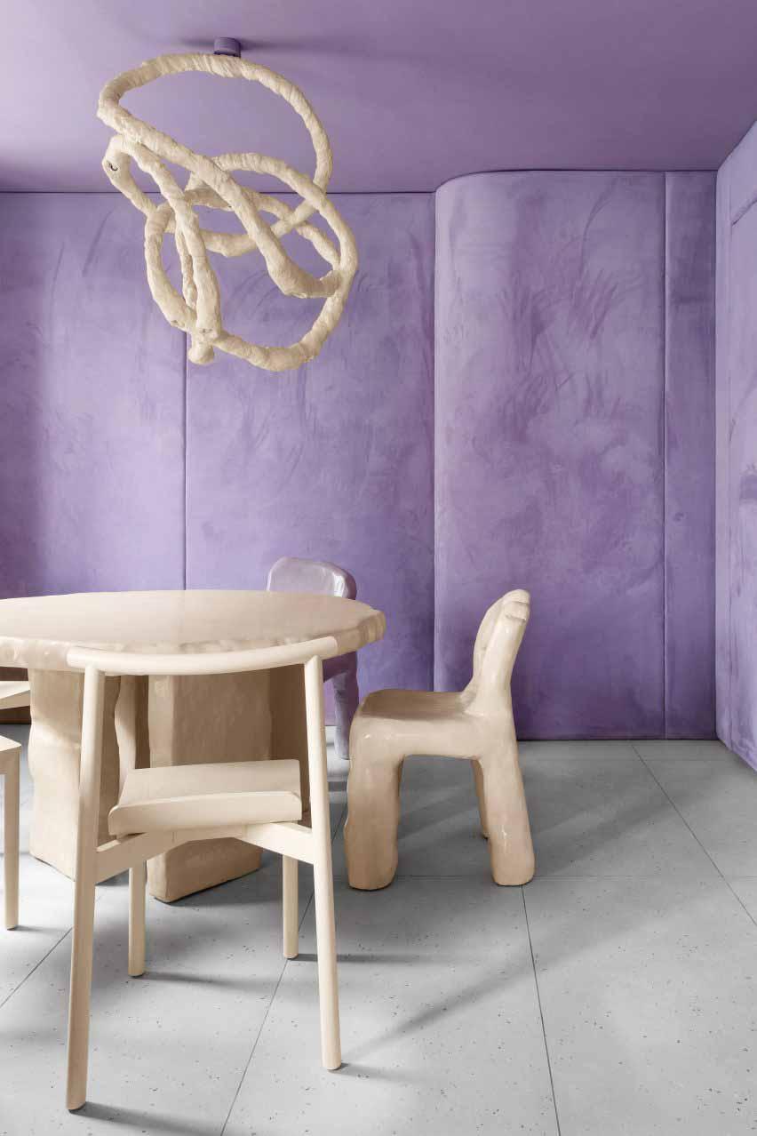 Стены и мебель внутри Кафе Круйок