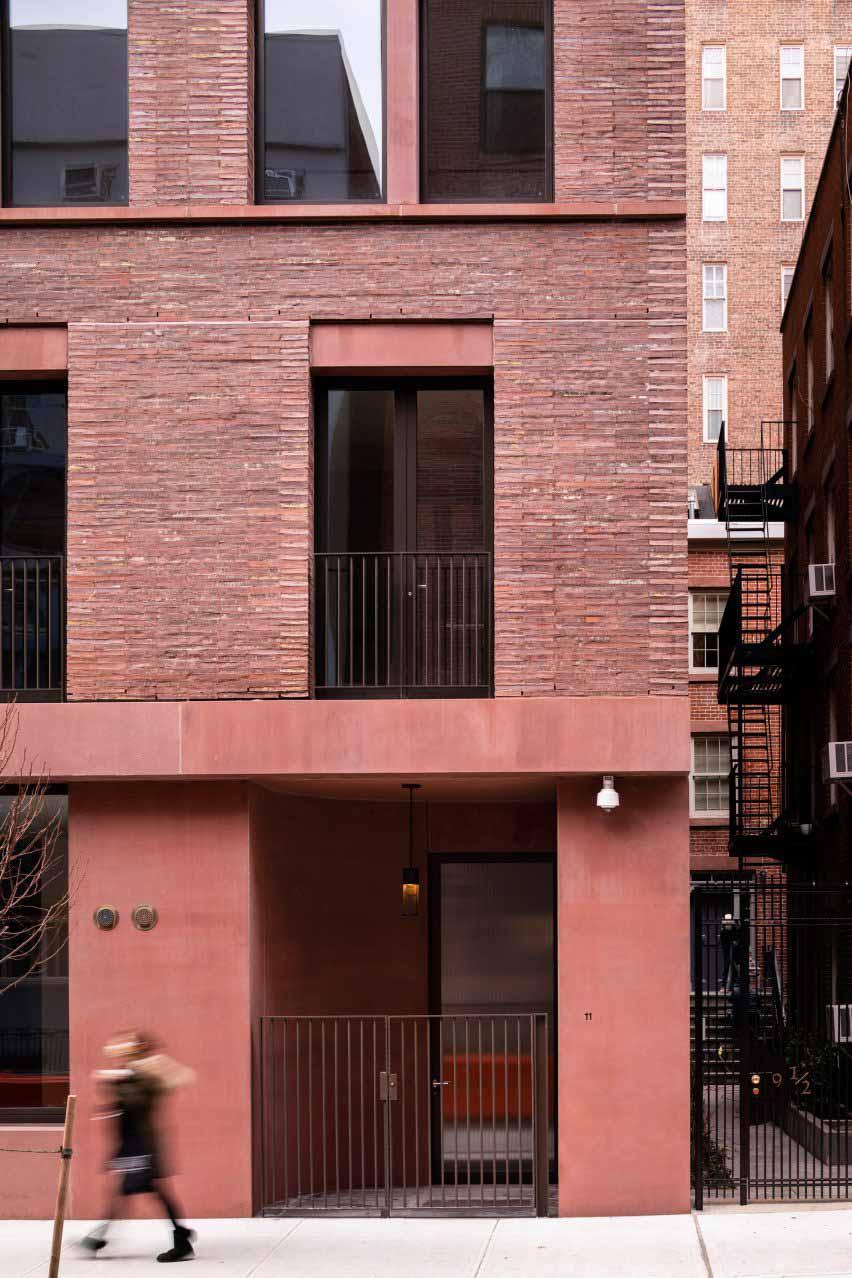 Пигментированный красный бетон 11-19 Джейн-стрит от David Chipperfield Architects