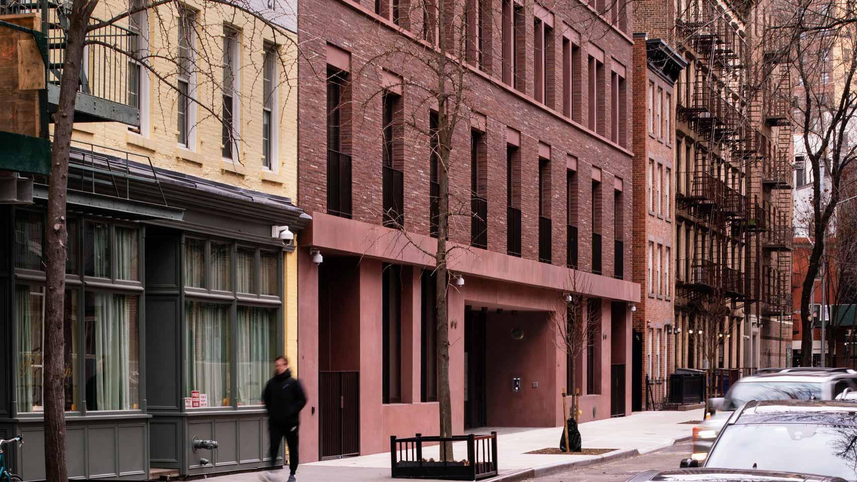 Дэвид Чипперфилд облицовывает 11-19 Джейн-стрит красным бетоном и кирпичом