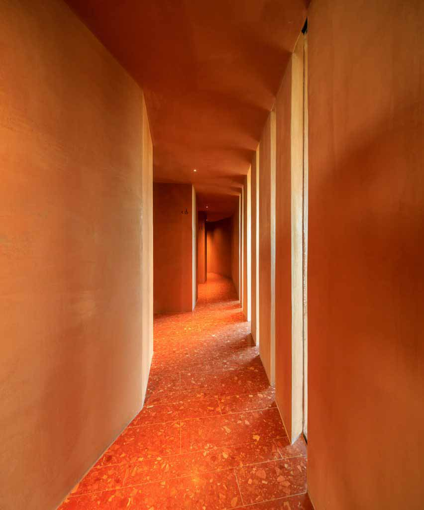Интерьер Palmares Clubhouse от RCR Arquitectes