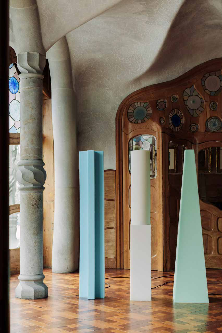 Синие, зеленые и белые огни тотема от Max Enrich