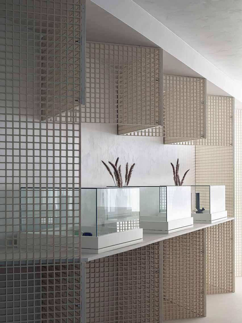 Зигзагообразные стены и стеклянные витрины в интерьере диспансера каннабиса от StudioAC