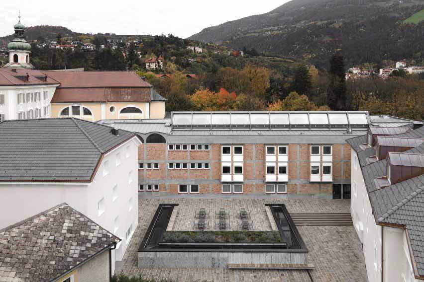 Площадь над новым конференц-залом в Cusanus Academy, реконструкция MoDus Architects
